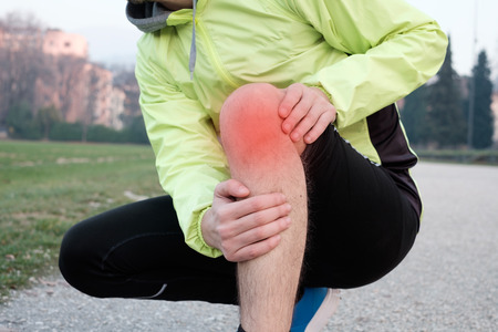 8 Surprisingly Effective Ways To Stop Runner's Knee Pain // Long Run Living