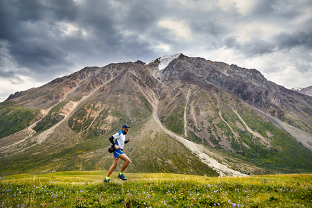 The Balanced Ultra Marathon Training Guide: How To Avoid Burnout and Run Longer