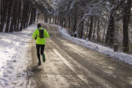 8 Winter Ultramarathon Tips For Running In The Cold // Long Run Living